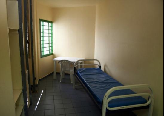 nabilla caract ristiques photos et d tails de sa cellule vip la prison de versailles. Black Bedroom Furniture Sets. Home Design Ideas