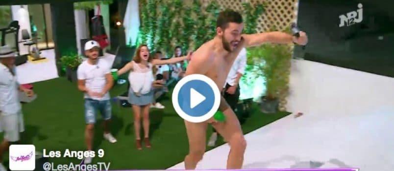 VIDEO - Antho (#LesAnges9): Le beau-gosse... complètement nu!