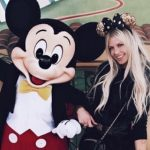 PHOTOS - Adixia (#LMvsMonde2): Folle amoureuse de son nouveau mec à Disneyland!