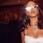 VIDEO - Rihanna se lance en tant que Youtubeuse Beauté !