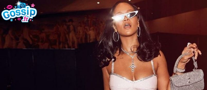 VIDEO - Rihanna se lance en tant que Youtubeuse Beauté !