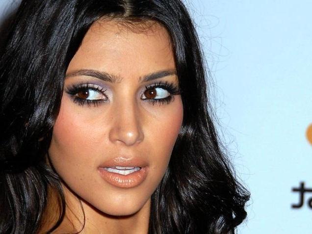 kim kardashian elle participe aux anges 5 gossip. Black Bedroom Furniture Sets. Home Design Ideas